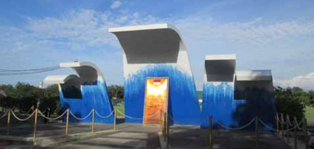 Monumen Aceh, kepanikan masyarakat akibat informasi mengenai potensi gempa megathrust sering berulang setelah tsunami melanda Aceh tahun 2004 - Jibi - Sukirno