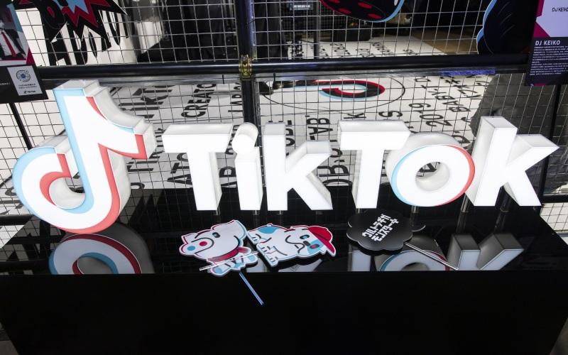 Logo TikTok ditampilkan di TikTok Creator's Lab 2019 yang digelar Bytedance Ltd. di Tokyo, Jepang, Sabtu (16/2/2019). - Bloomberg/Shiho Fukada