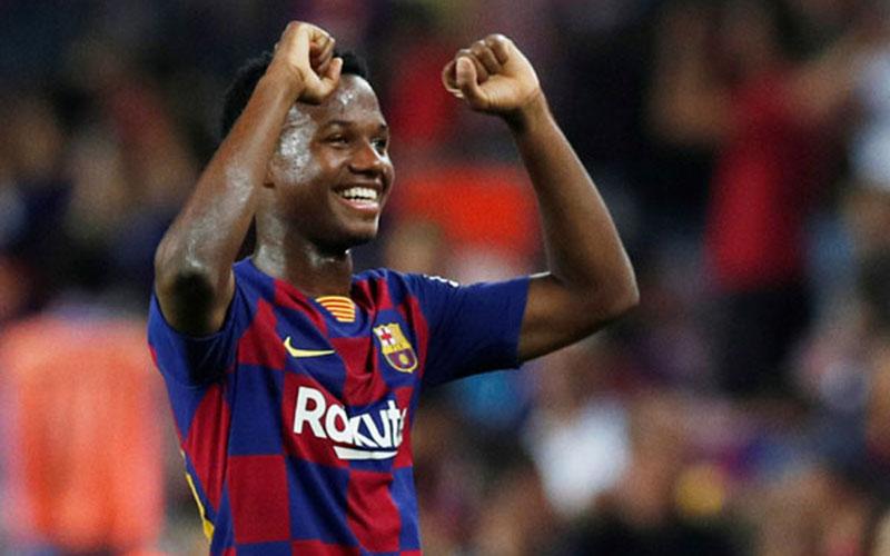 Pemain depan FC Barcelona Anssumane Fati  -  Reuters