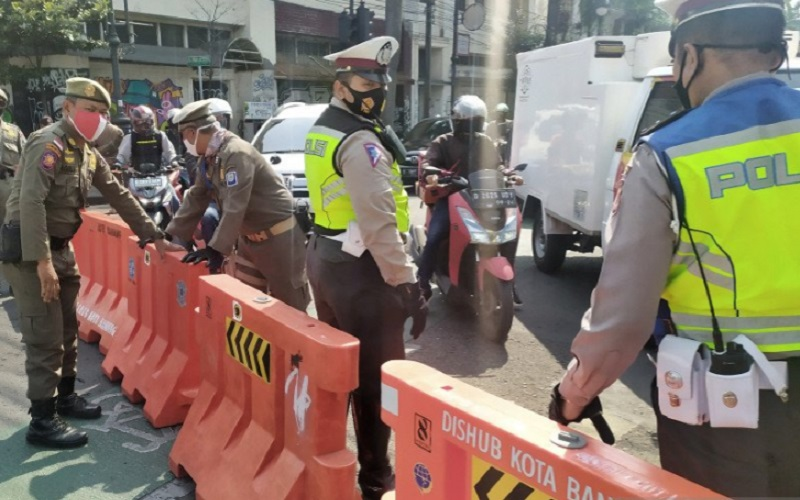 Penutupan jalan di Kota Bandung - Antara