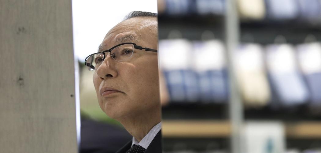 Chairman dan CEO Fast Retailing Co. Tadashi Yanai dalam konferensi pers di Tokyo, Jepang, Kamis (18/6/2020). - Bloomberg/Kiyoshi Ota