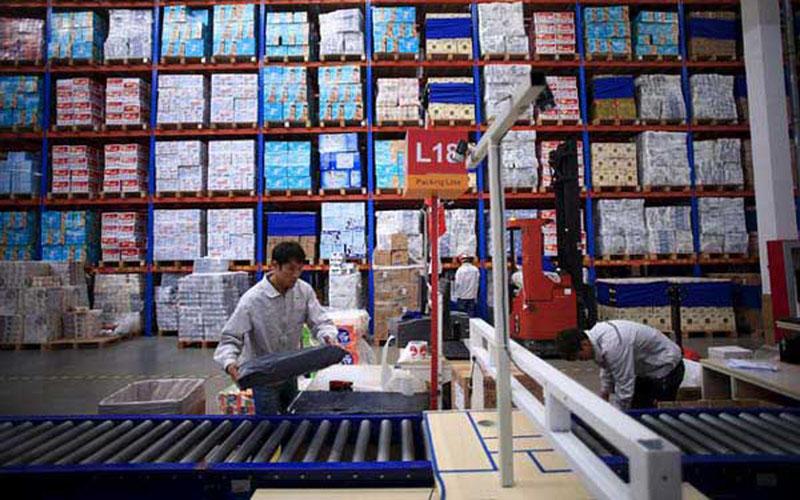 Ilustrasi aktivitas di properti logistik atau pergudangan. - Reuters