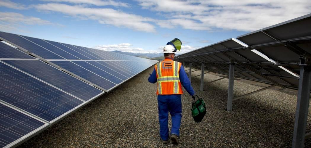 Ilustrasi- Pembangkit listrik tenaga surya (PLTS) di Amerika Serikat. - Bloomberg / Ken James