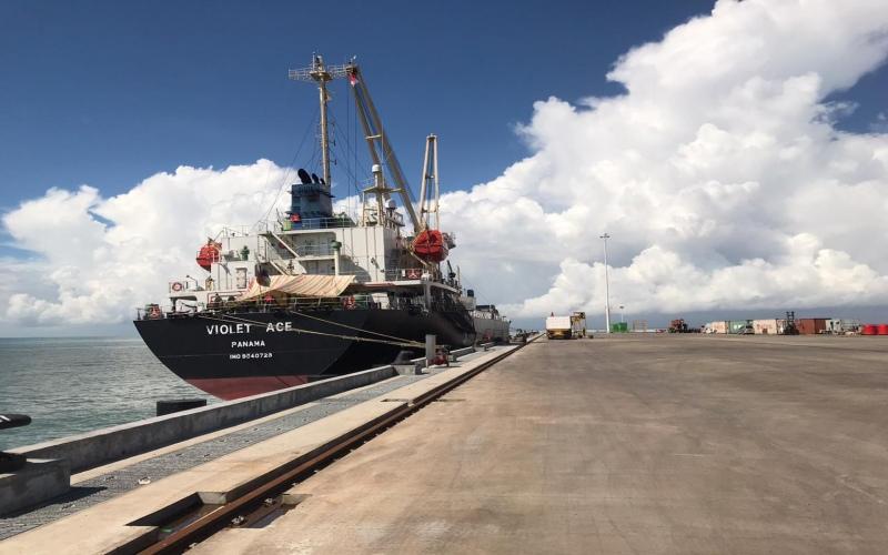Pelabuhan Tanjung Tapa yang digunakan untuk ekspor bubur kertas dan tisu milik PT OKI Pulp & Paper. istimewa