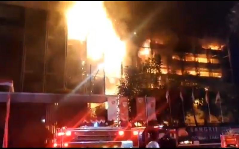 Tangkapan layar video kebakaran di gedung Kejaksaan Agung RI - Twitter/@humasjakfire