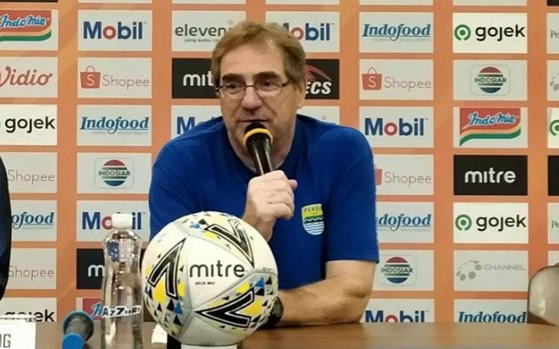 Pelatih Persib Bandung Robert Rene Alberts/Antara - Bagus A. Rizaldi