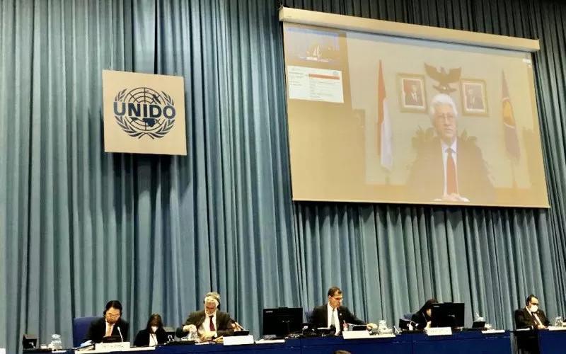 Indonesia meminta agar fokus kerja sama dalam country program Indonesia dengan UNIDO selanjutnya adalah percepatan industri 4.0 untuk lima sektor industri prioritas Indonesia.  - KBRI