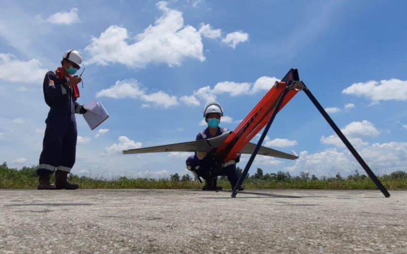 Jalur transmisi listrik di hutan dapat diketahui kondisinya secara aktual tanpa mengharuskan personel untuk terjun langsung ke lapangan.  - Terra Drone Indonesia