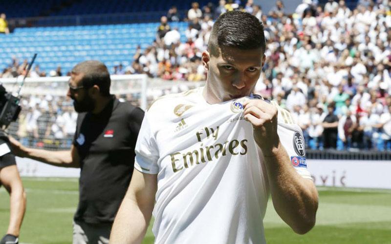 Striker Real Madrid Luka Jovic  -  Marca