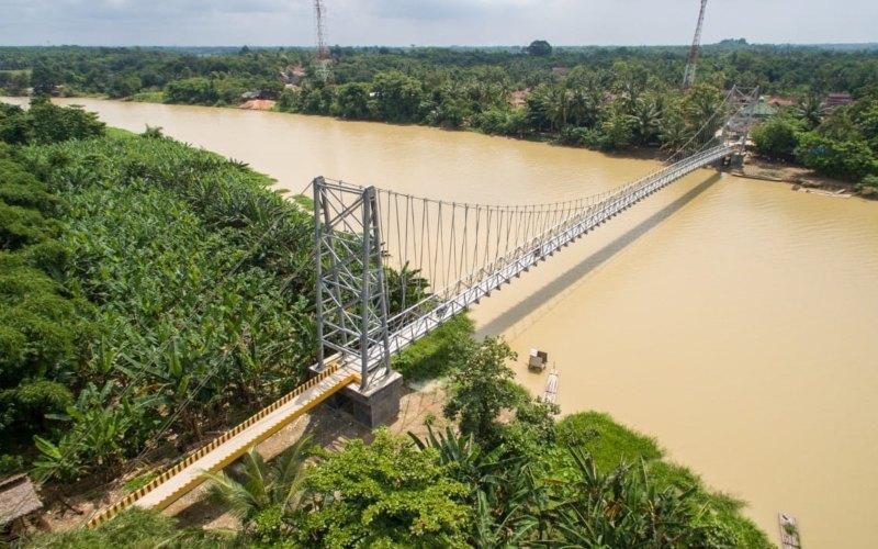 Salah satu jembatan gantung yang dibangun oleh Kementerian Pekerjaan Umum dan Perumahan Rakyat. - Kementerian PUPR