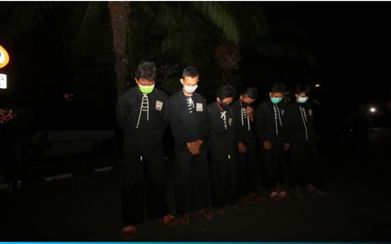 Beberapa pelajar SMP asal Ngawi, Jawa Timur, yang ditangkap polisi di Plaza Manahan, Solo, Selasa (22/9/2020) malam. - Solopos/Nicolous Irawan