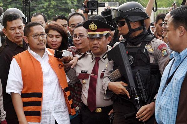 Terpidana kasus korupsi hambalang Anas Urbaningrum meninggalkan rutan KPK di Jakarta, Rabu (17/6/2015). - Antara/Akbar Nugroho Gumay
