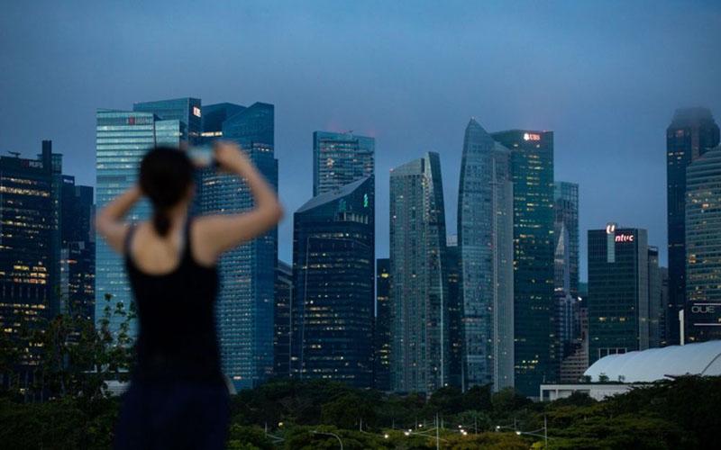 Wajah properti di area komersial Singapura./Bloomberg - Seong Joon Cho