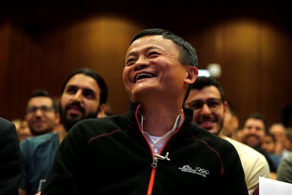 Jack Ma, pendiri e-commerce raksasa dari China, Alibaba, tertawa saat acara di Universitas Tel Aviv, Israel, 3 Mei 2018. - Reuters