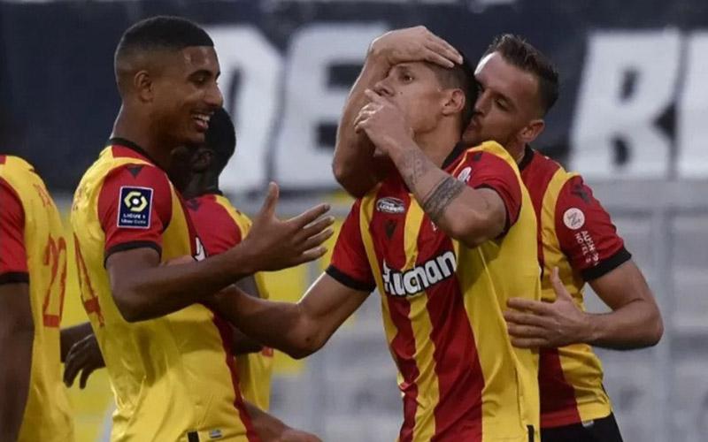 Para pemain Lens merayakan gol ke gawang Saint-Etienne./Antara - AFP