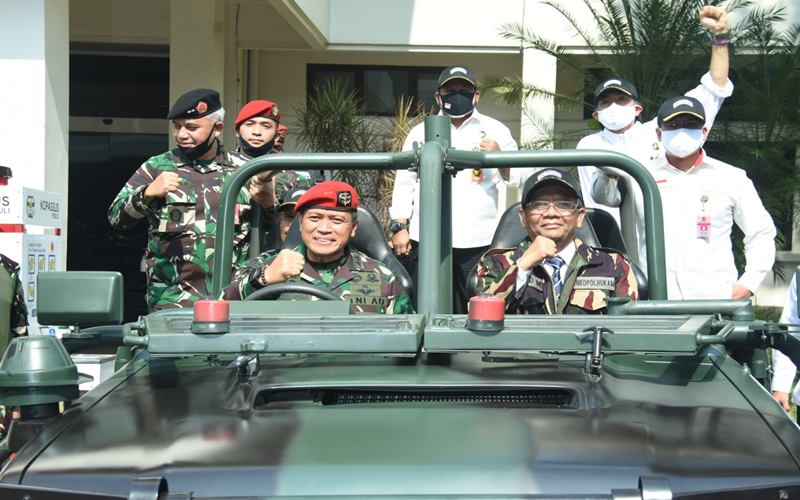 Menkopolhukam Mohammad Mahfud MD berkunjung ke markas Komando Pasukan Khusus (Kopassus) TNI AD di Cijantung Jakarta Timur, Rabu (8/7/2020). - Dok.Kopassus