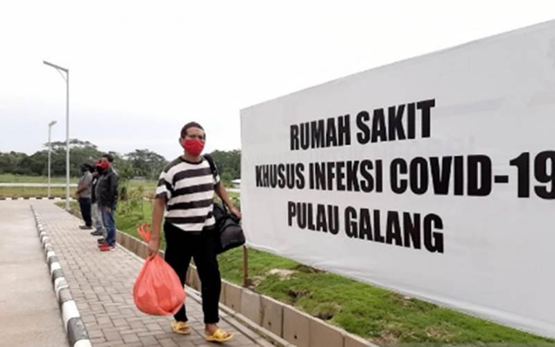 Ilustrasi-Warga yang dinyatakan sembuh dari Covid-19 meninggalkan RSKI Pulau Galang. - Antara/Pradanna Putra Tampi