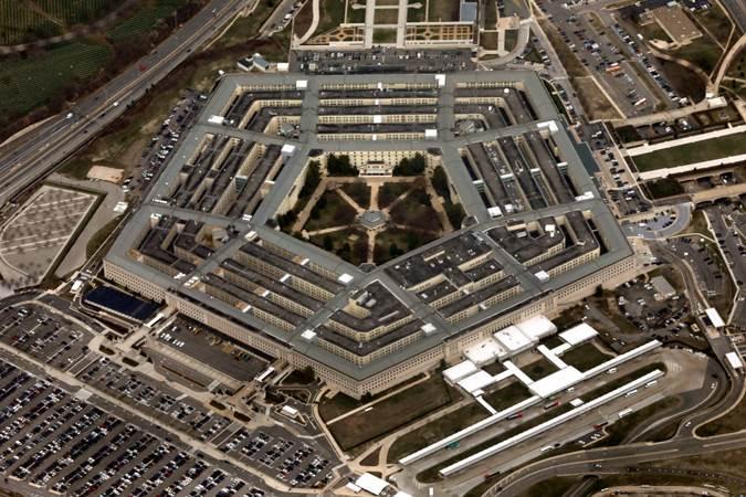 Ilustrasi: Kompleks Pentagon di Washington, AS, tampak dari atas pesawat Air Force One, 29 Maret 2018. - REUTERS/Yuri Gripas / RC125AF3E6D0