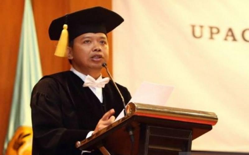 Guru Besar Ekonomi dan Bisnis Universitas Padjajaran (Unpad) Profesor Arief Anshori Yusuf. - Antara