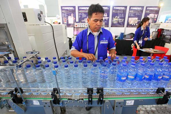 Botol plastik kemasan. Ancaman importir produk hilir plastik semakin tinggi pada masa pandemi.  - JIBI/Dwi Prasetya