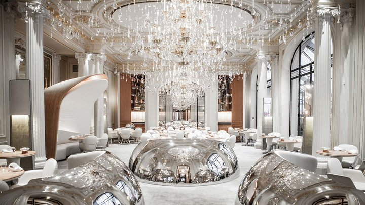 Alain Ducasse Plaza Athenee Paris menjadi tujuan wisata dunia./Worldinterior - Departures