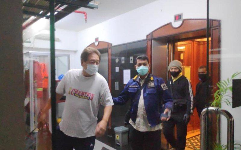 DPO WNA asal Amerika Serikat atas nama Dalton Ichiro Tanonaka ditangkap terkait kasus tindak pidana penipuan dan penggelapan pada Rabu (7/10 - 2020) sekitar pukul 00.40 WIB di Apartemen Permata Hijau Jakarta Selatan / Istimewa