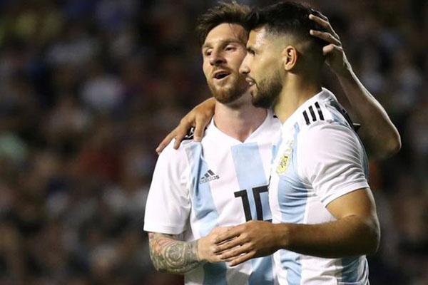 Duet penyerang andalan Argentina, Lionel Messi (kiri) dan Sergio Aguero. - Reuters/Marcos Brindicci