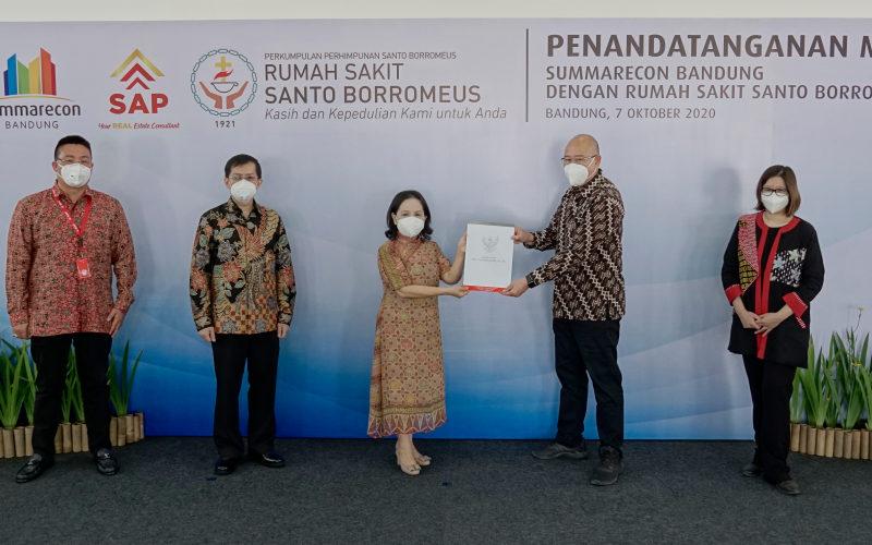 Summarecon Bandung bekerjasama dengan Rumah Sakit Santo Borromeus untuk menghadirkan fasilitas kesehatan berkualitas melalui penandatanganan nota kesepahamanan di Balerea, Plaza Summarecon Bandung, Kota Bandung, Rabu, (7/10). - Istimewa