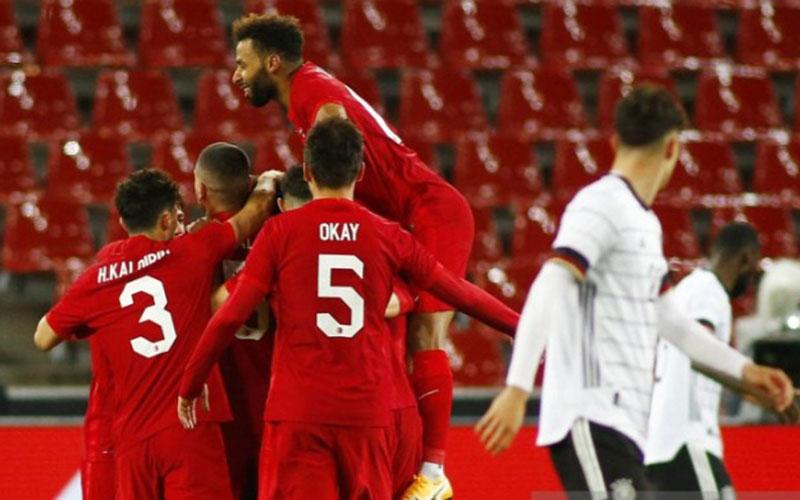 Para pemain Turki merayakan gol pertama ke gawang Jerman./Antara - Reuters