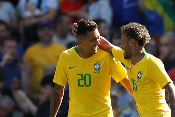 Dua andalan lini depan Timnas Brasil, Neymar da Silva Santos Jr. (kanan) dan Roberto Firmino - Reuters