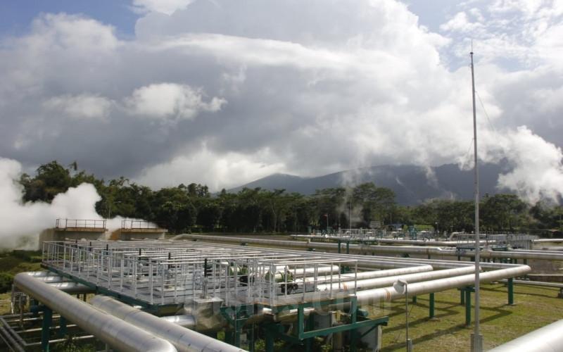 Suasana PLTP Lahendong Unit 5 dan 6 di Tompaso, Kabupaten Minahasa, Jumat (13/3/2020). PGE menargetkan pengeboran sumur semi eksplorasi untuk pembangunan PLTP Unit 7 dan Unit 8 akan dimulai pada Semester II/2020. Bisnis - Lukas Hendra.
