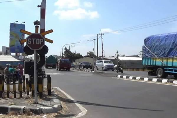 Perlintasan jalur kereta api Mengkreng, Kediri, Jawa Timur - pojokpitu