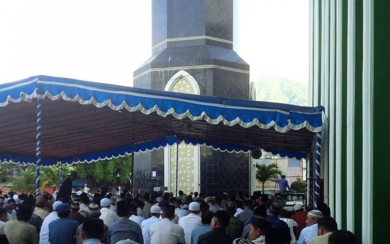 Suasana shalat Idul Adha di masjid Al-Munawwar Ternate 2019. - Antara/Abdul Fatah