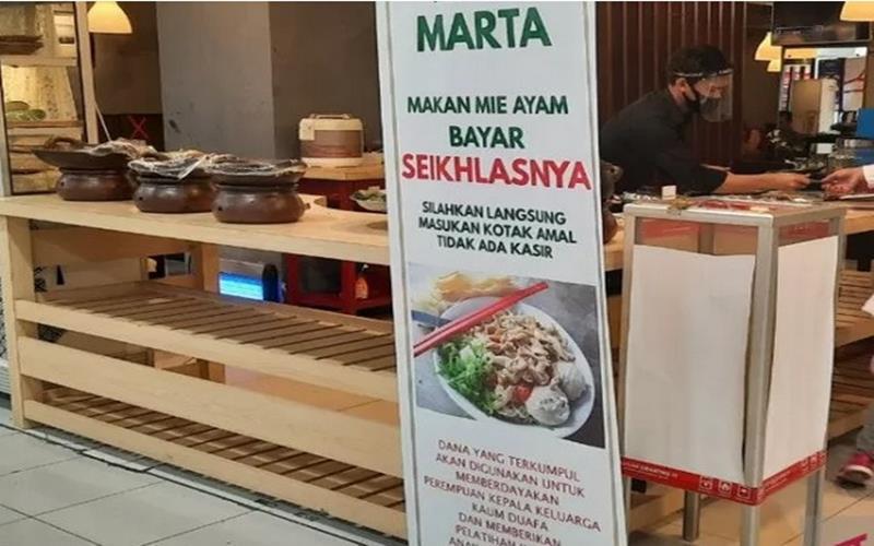 Restoran Mie Ayam Marta di lantai dasar Lotte Mart Fatmawati, Jakarta Selatan, menyediakan mie ayam dengan bayaran seikhlasnya, Sabtu (18/7/2020). - Antar\n\n