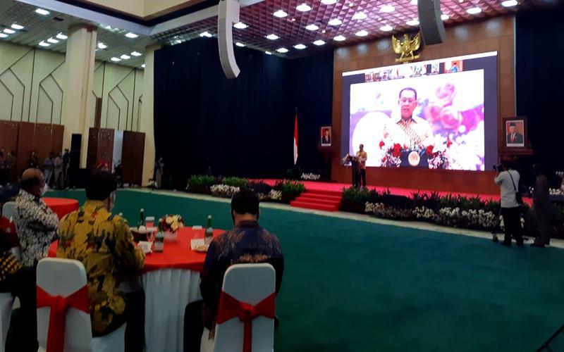 Ketua MPR Bambang Soesatyo memberi sambutan pada peringatan Hari Konstitusi di Gedung MPR, Selasa (18/8/2020). JIBI - Bisnis/John Andi Oktaveri\n\n
