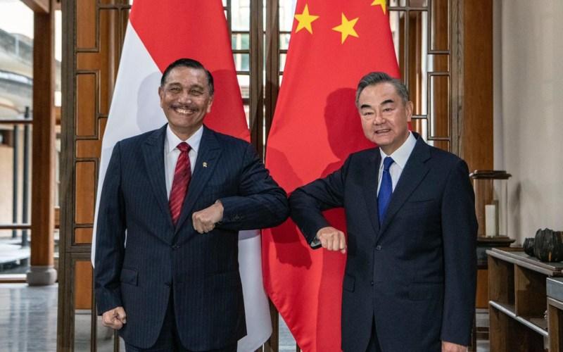 Menko Maritim dan Investasi Luhut Binsar Pandjaitan bertemu dengan Menteri Luar Negeri China Wang Yi di kota Tengchong, Provinsi Yunnan Tiongkok barat daya (9/10 - 2020). Istimewa