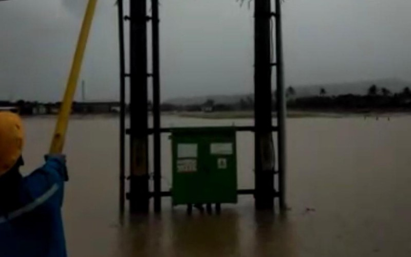 Gardu PLN di Pameungpeuk Garut terendam banjir