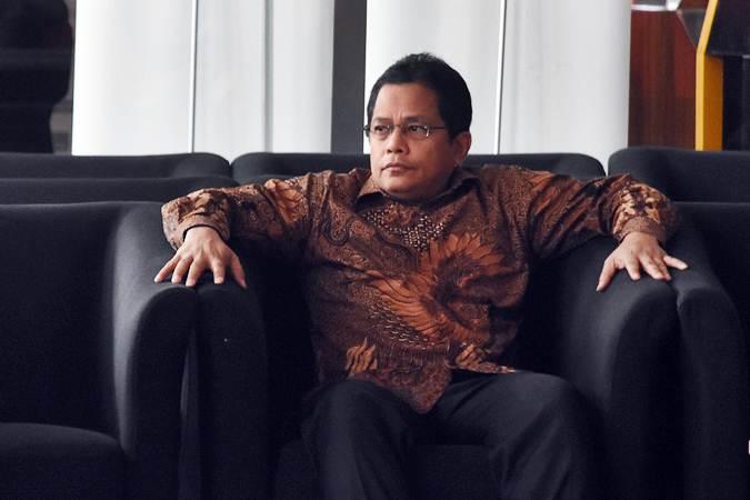 Sekretaris Jenderal DPR Indra Iskandar menunggu untuk menjalani pemeriksaan di Gedung KPK, Jakarta, Senin (18/2/2019). - ANTARA/Indrianto Eko Suwarso