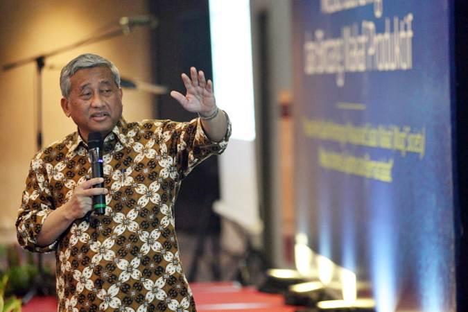 Ketua Badan Pelaksana Badan Wakaf Indonesia Mohammad Nuh memberikan penjelasan pada Media gathering dan bincang wakaf produktif di Jakarta, Selasa (14/5/2019). - Bisnis/Dedi Gunawan