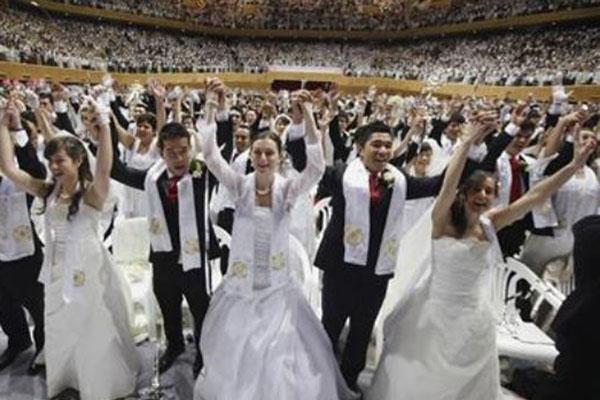 Ilustrasi kegiatan pernikahan massal. - Reuters