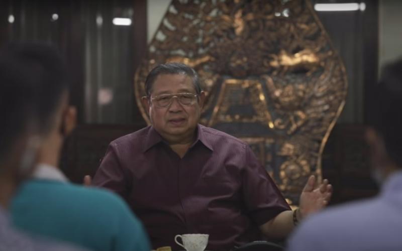 Mantan Ketua Umum Partai Demokrat, Susilo Bambang Yudhoyono (SBY) memberikan penjelasan dalam sebuah video berjudul SBY Ngobrol Santai Perkembangan Terkini dan berdurasi 25 menit yang diunggah ke YouTube, Senin (12/10/2020) - Tangkapan Layar Youtube Susilo Bambang Yudhoyono / Oktaviano DB Hana