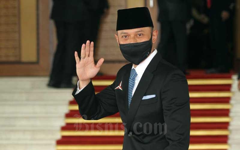 Ketua Umum Partai Demokrat Agus Harimurti Yudhoyono saat tiba di Ruang Rapat Paripurna I, Kompleks Parlemen, Jakarta, Jumat (14/8/2020). Bisnis - Arief Hermawan P