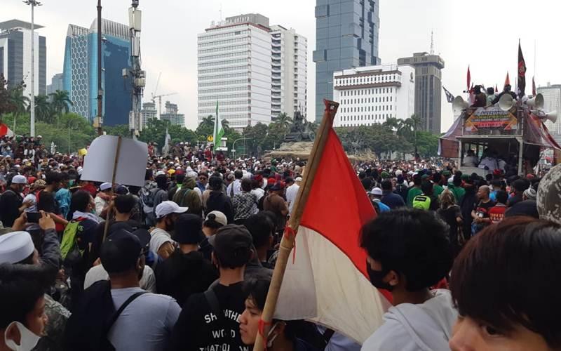 Massa peserta Aksi 3010 di wilayah Patung Kuda, Jakarta Pusat, Selasa (13/10/2020). - Rayful Mudassir