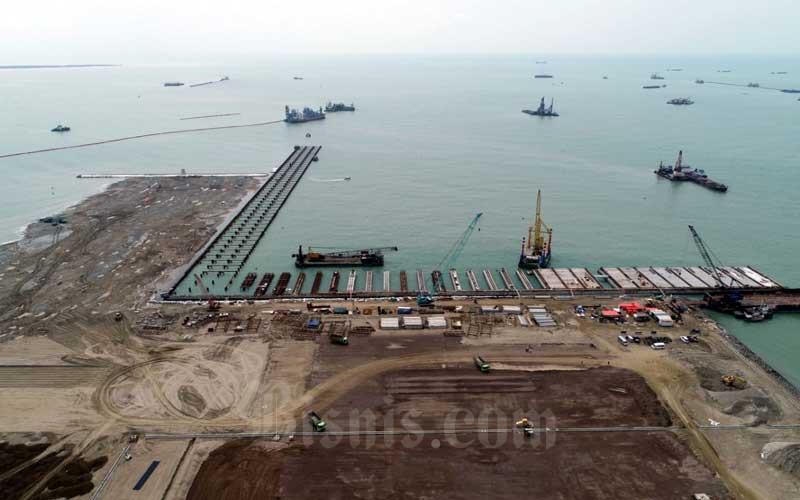 Foto udara proyek pembangunan Pelabuhan Patimban di Kabupaten Subang, Jawa Barat, Selasa (23/6/2020). Bisnis - Rachman