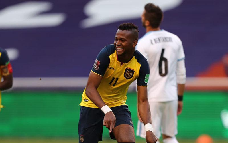 Penyerang Ekuador Michael Estrada selepas menjebol gawang Uruguay. - FIFA.com