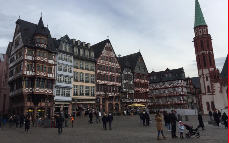 Suasana menjelang sore di kawasan Romerberg, Frankfurt/Jerman, ketika virus corona (Covid/19) mulai menyebar di negara/negara di kawasan Eropa awal Februari 2020. BISNIS.COM/Nurbaiti