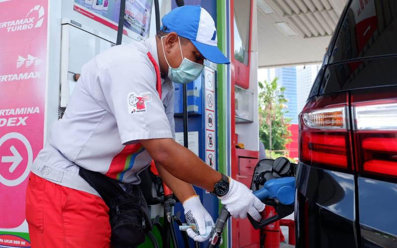 Transaksi di SPBU Pertamina Bali. - Bisnis/Ni Putu Sri Widyastini Susila