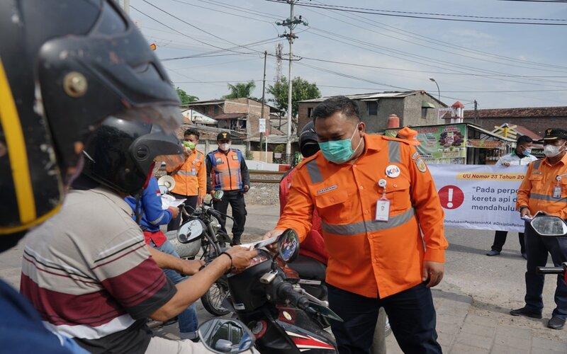 Sosialisasi keselamatan perlintasan sebidang rel oleh KAI Daop 4 Semarang, Rabu (14/10/2020). - Ist