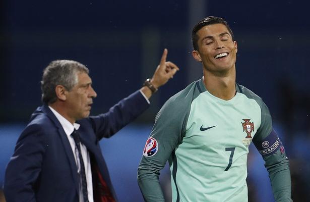 Fernando Santos dan Cristiano Ronaldo - Reuters