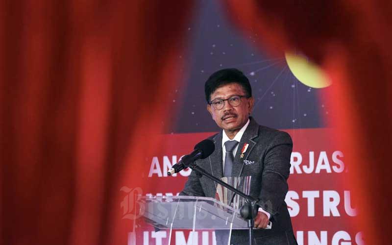 Menteri Komunikasi dan Informatika Johnny Gerard Plate memberikan sambutan saat acara penandatanganan kerja sama pembangunan satelit Satria di Jakarta, Kamis (3/9/2020). Bisnis - Himawan L Nugraha